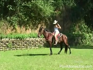 Tight female gets fucking and sucking with her horse
